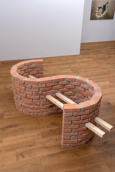 Adonis Flores Banco 2019 bricks cxement sand wood 250 x 120 x 100 cm 2