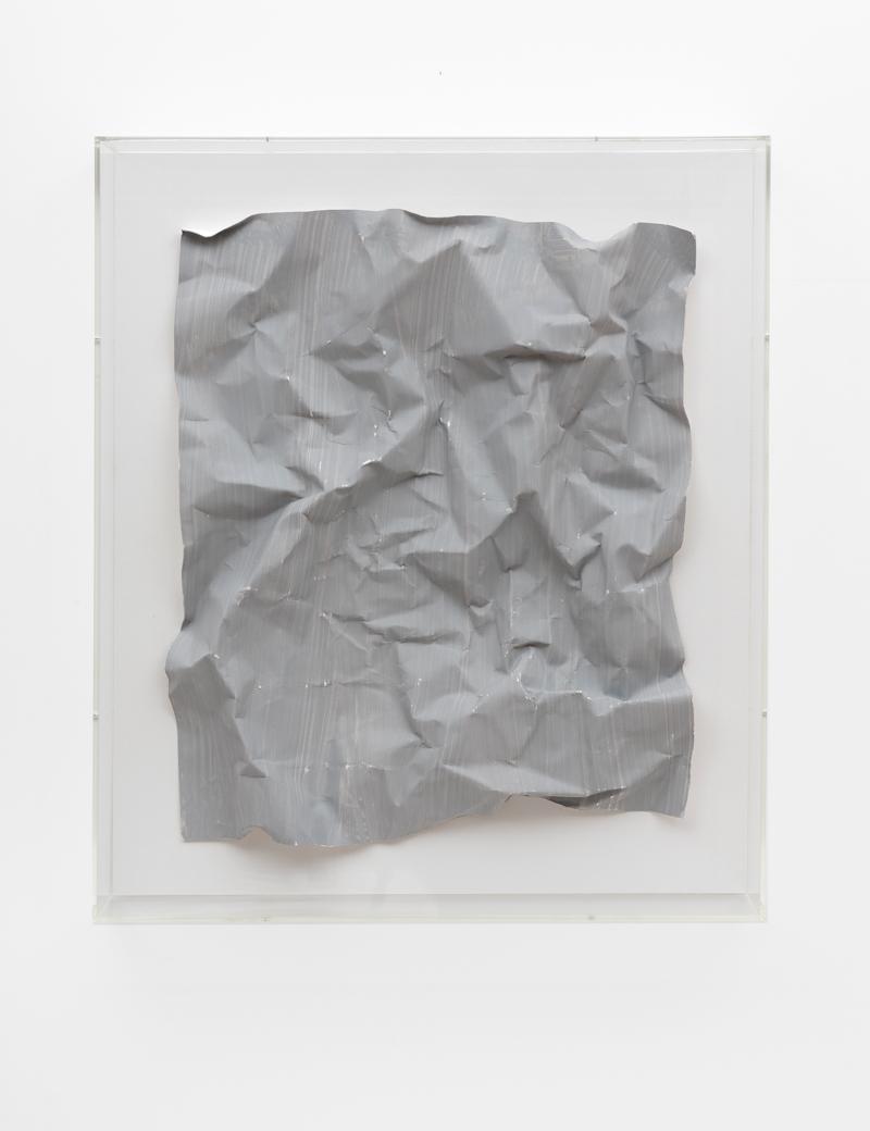 Özcan Kaplan Papierarbeit kriesgrau 1 April 2018 Dispersion paint ink paper 67 x 585 x 65 cm